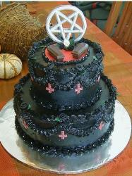Halloween wedding cake pics.JPG