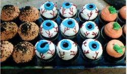 Picture of cupcakes for halloween.JPG
