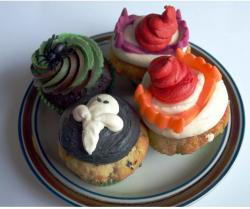 Picture of halloween cup cakes.JPG