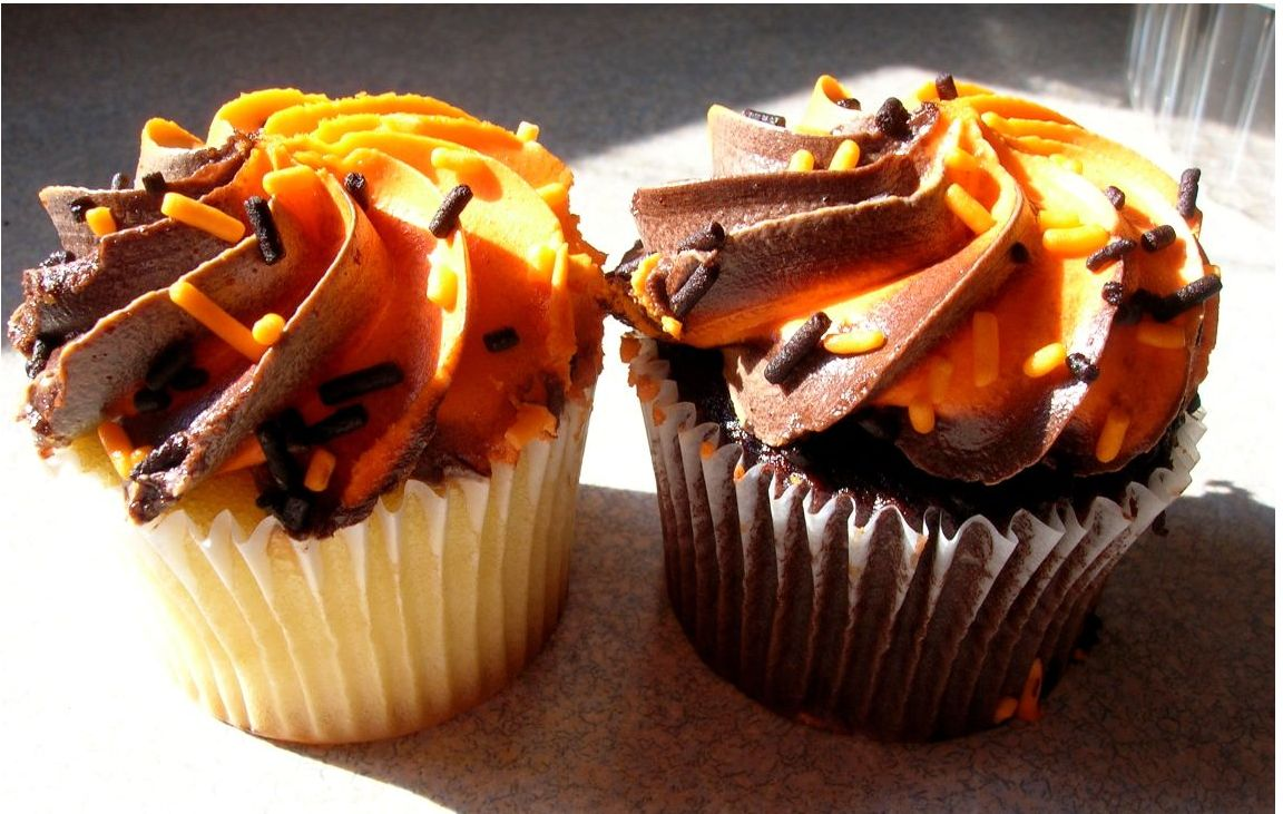 Pretty picture of Halloween Cupcakes.JPG