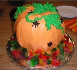 Pumpkin halloween cake with leaves and worms.JPG