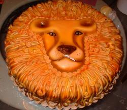 Lion face cake with mane.JPG