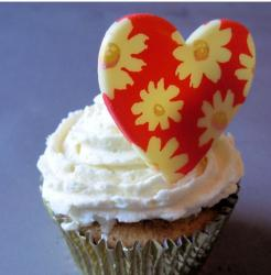 La Creme Cup cake with floral heart.JPG