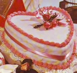 Pink heart cake for valentine day.JPG