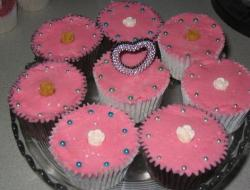 Pink valentines day cup cake.JPG