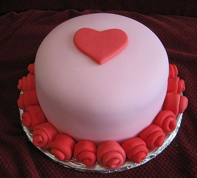 Trendy Valentines cake in pink with red decor.JPG