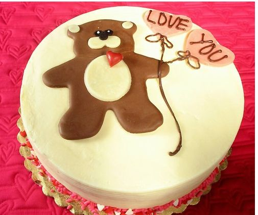 Valentine cake with teddy bear holding heart shaped balloons.JPG