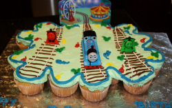 Thomas and friends cupcakes pictures.PNG