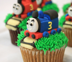 Thomas the train cupcakes pictures.PNG