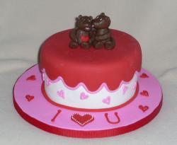 Valentines cake with chocolate teddy bears.JPG