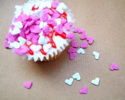 Valentines day cup cake with full of small hearts.JPG