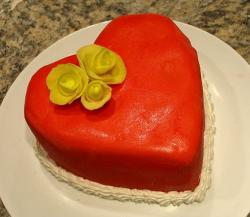 Beautiful Valentines Heart Cake with yellow roses.JPG