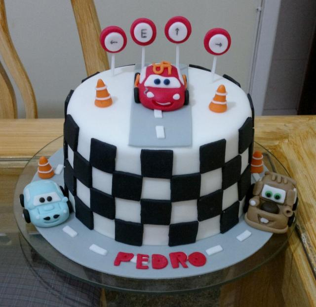 Disney Cars Cake Round Shaped With Lightning Mcqueen