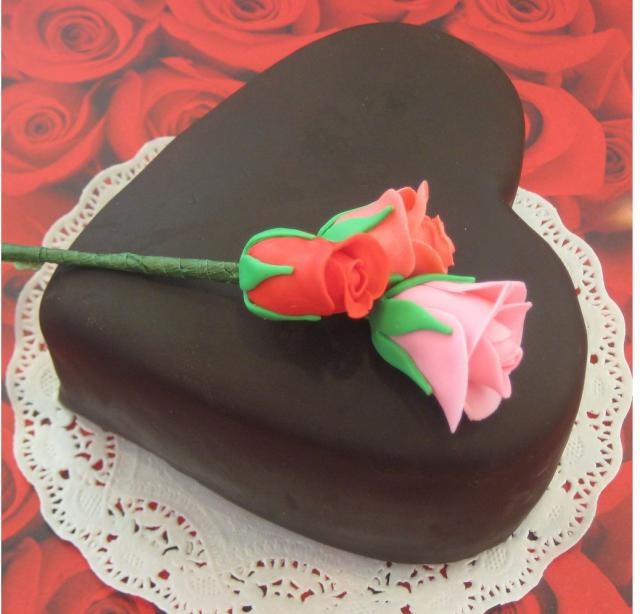 Chocolate heart-shaped valentines day cake decorating ideas.