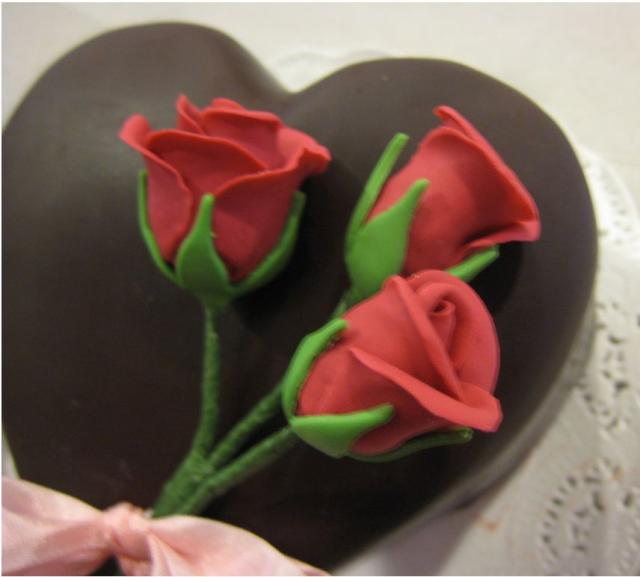 Chocolate valentines day heart cake with roses.JPG