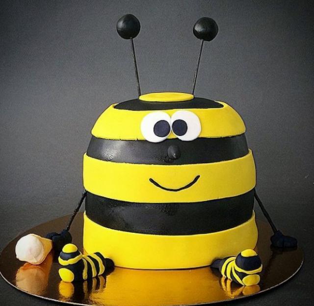 Striped Bee Yellow Amp Black Cake Holding Ice Cream Cone Jpg