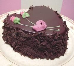 Chocolate valetines day cake with pink roses.JPG