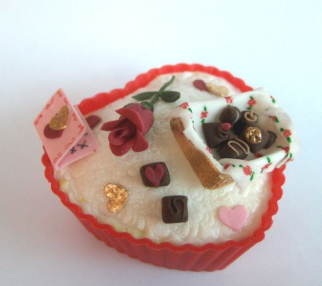 valentine cupcakes. Red valentines cupcake.JPG