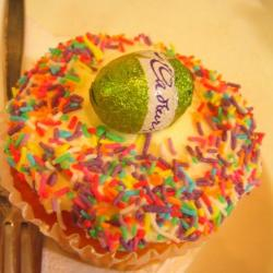 Easter cupcake cake with green easter egg.JPG