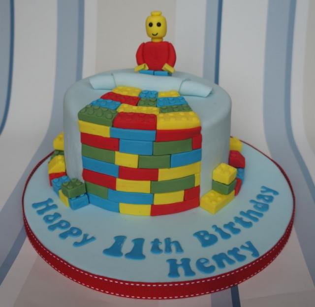Round lego cake picture with lego figure cake topper.JPG