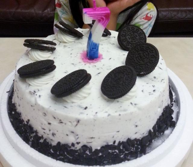 Oreo's Cookies And Cream Birthday Cake.JPG Hi-Res 1080p HD