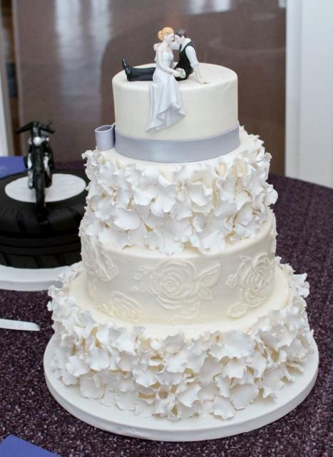 2 tier white wedding cake 4 tier white wedding cake with groom toppers sitting 10189