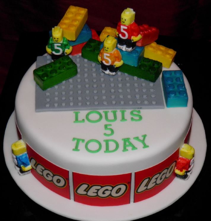 Fun lego birthday cakes photos.JPG