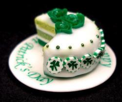 2015 St. Patrick's Day cake with roses cake decor with clovers candy.JPG