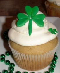 St. Patrick's Day Cupcake with leaf clover cake decor picture.JPG
