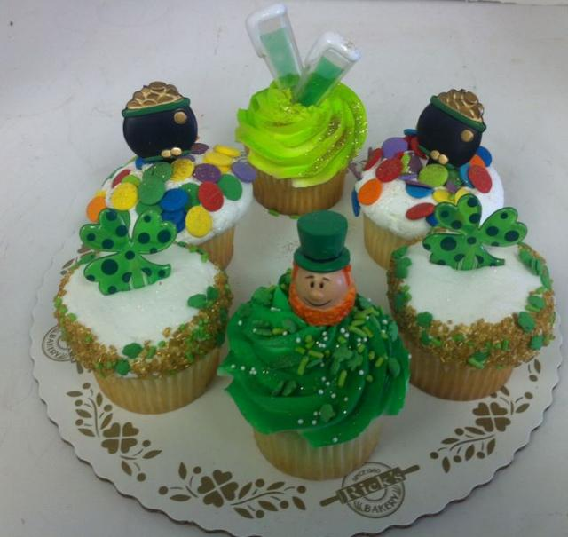 St Patricks cupcakes party pictures.JPG