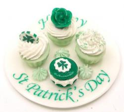 St Patrick's Day party cupcakes pictures.JPG