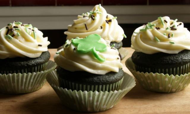 Dark chocolate St Patrick cupcakes with white frosting and clove and sprinkles cupcakes decor.JPG