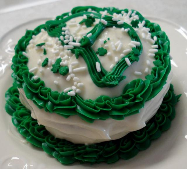 Homemade St Patricks cakes pictures.JPG