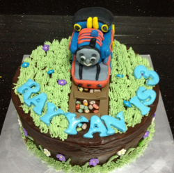 CUte kids birthday cakes with Thomas the train cake topper photos.PNG