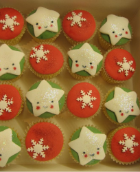 Cute Christmas cupcakes with snowflakes and stars.PNG