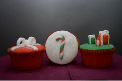 Picture of Christmas decor cupcakes in red, green and white.PNG
