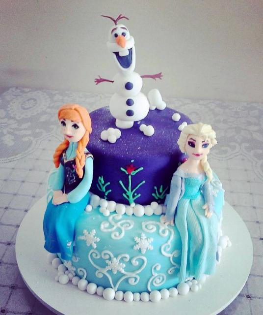 Disney Frozen Cake with Anna Elsa & Olaf on Top in 2 Tiers.JPG
