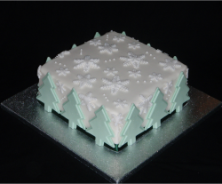 Christmas tree snowflakes cake photo.PNG