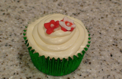 Image of xmas cup cakes with cute flowers topper.PNG