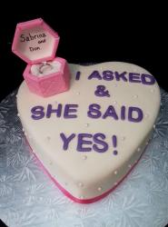 Engagement cakes pictures gallery 85 pics for Heart shaped engagement ring box