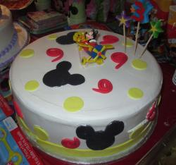 Mickey Mouse birthday cake with cute Mickey Mouse and Pluto on the air plane.JPG