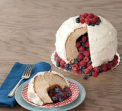 Fresh berries pinata cake photos.JPG