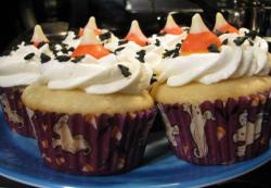 Halloween theme cupcakes with pumpkin candy as cake decor.JPG