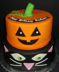 2015 Halloween cakes with pumpkin and black cake decoration.JPG