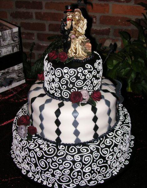 Halloween Wedding Cake With Skillitons Groom And Skilliton Bride Cake  Toppers.JPG