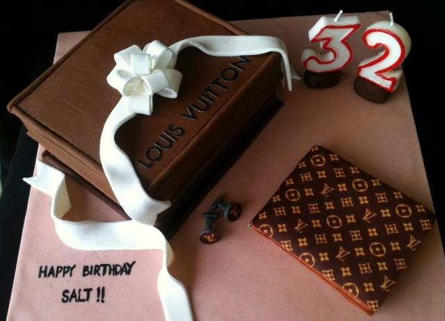 Louis Vuitton wallet cake with LV box.JPG