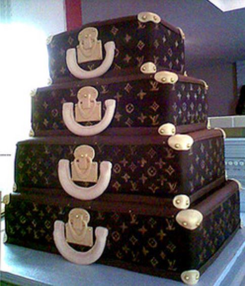 Louis Vuitton suitecase wedding cake photo.JPG
