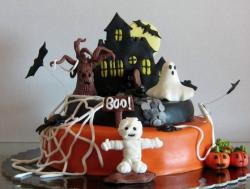 Haunted Mansion Halloween Cake with Mummy Ghost Bats & Scary Tree.JPG