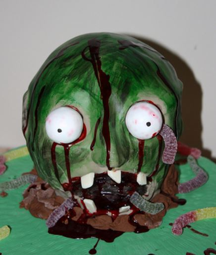 Zoombie cake with big eyes and worms coming out from the zoombie head.JPG