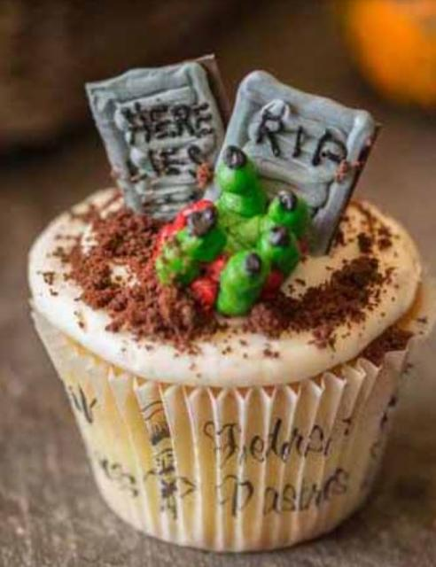 Scary cupcake with grave yard theme cake.JPG